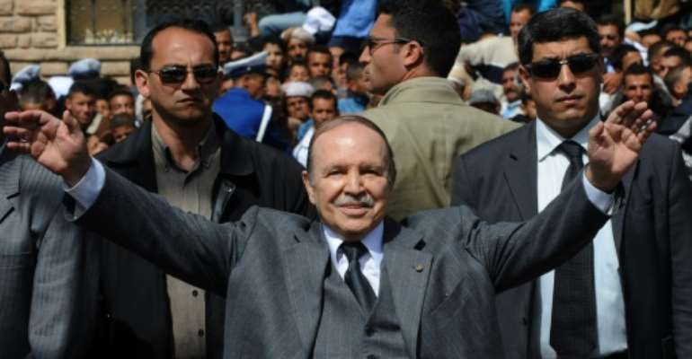 Algerian President Abdelaziz Bouteflika waves to his supporters on March 26, 2009 during an election campaign rally in Oran.  By Fayez Nureldine (AFP/File)