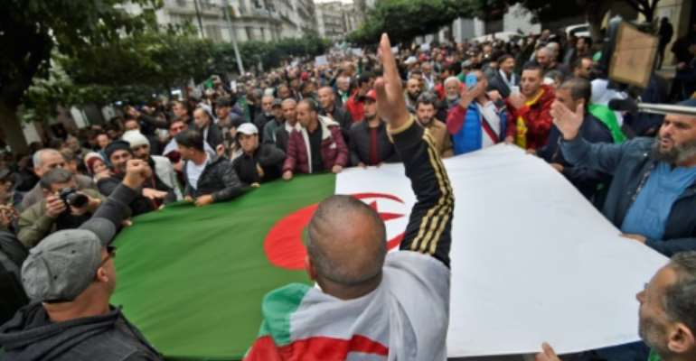 Algerian protesters keep up the pressure against figures of the old political establishment and demonstrate against their newly elected president and former premier Abdelmadjid Tebboune.  By RYAD KRAMDI (AFP)