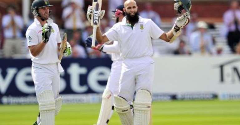 Hashim Amla  celebrates his century.  By Glyn Kirk (AFP)