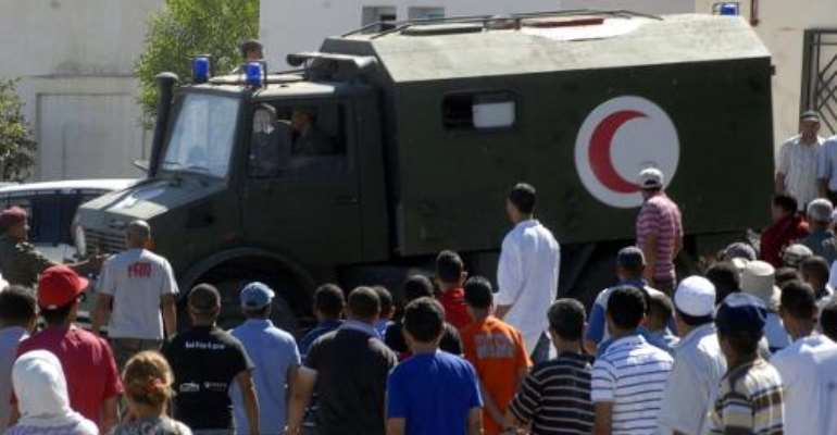 An Army ambulance carrying Tunisian soldiers, injured following an attack near the Algerian border, arrives at a hospital in Kasserine on July 17, 2014.  By Rzouga Khlifi (AFP)
