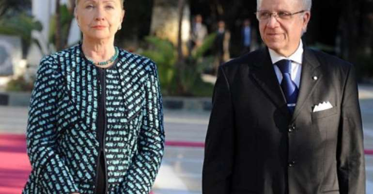 US Secretary of State Hillary Clinton, flanked by Algerian Prime Minsiter Mourad Medelci (R).  By Farouk Batiche (AFP)