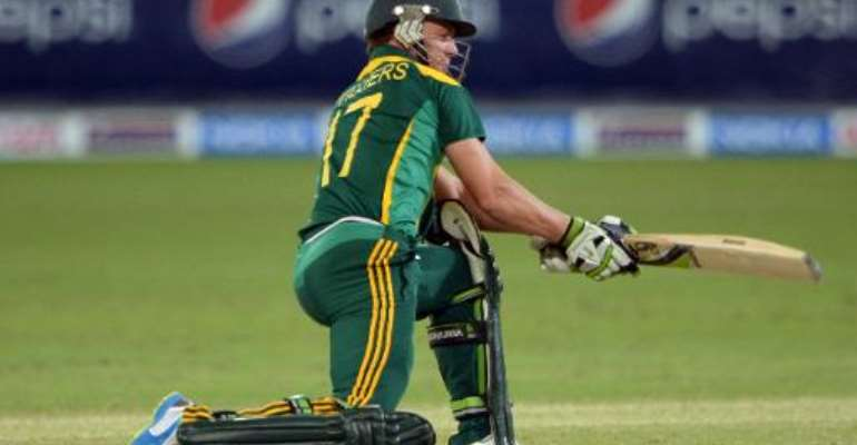 South African captain AB de Villiers during the second day-night international against South Africa in Dubai Cricket Stadium in Dubai on November 1, 2013.  By Asif Hassan (AFP)