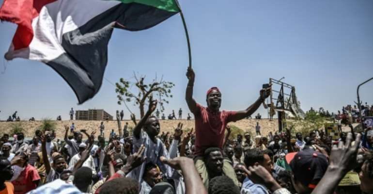 Demonstrators in Sudan have kept up protests outside army headquarters in Khartoum even after the military toppled Omar al-Bashir on April 11.  By OZAN KOSE (AFP)
