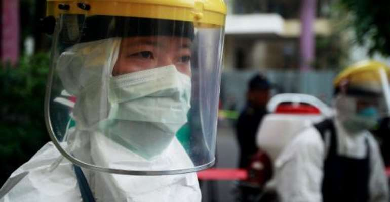 An anti-Ebola drill at the hospital for tropical diseases in Hanoi on November 7, 2014.  By Str (AFP)