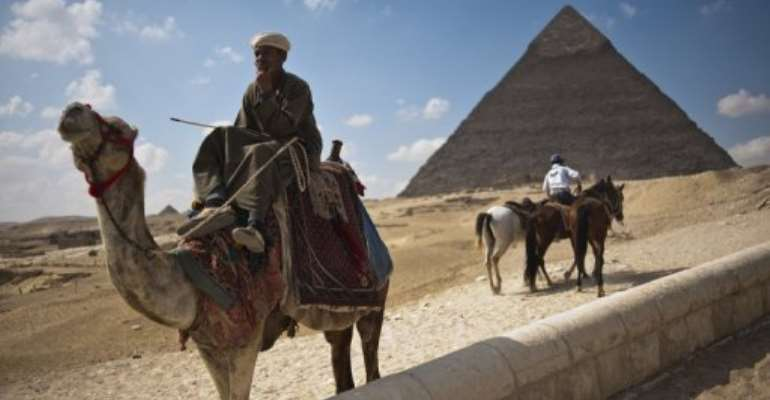 Egypt Tourism Earnings Fall 30 In 2011