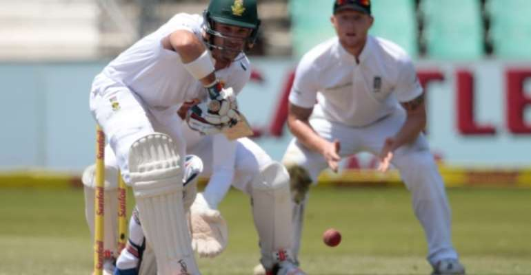 South Africa's batsman Dean Elgar (C) bats during the third day of the first Test against South Africa at Kingsmead stadium on December 28, 2015 in Durban.  By Gianluigi Guercia (AFP)