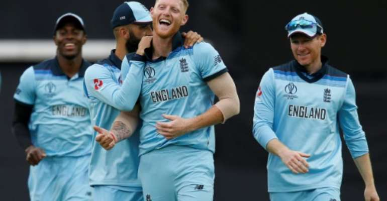 England's Ben Stokes (centre) celebrates with teammates after taking South Africa's last wicket as the home side won their World Cup opener.  By Ian KINGTON (AFP)