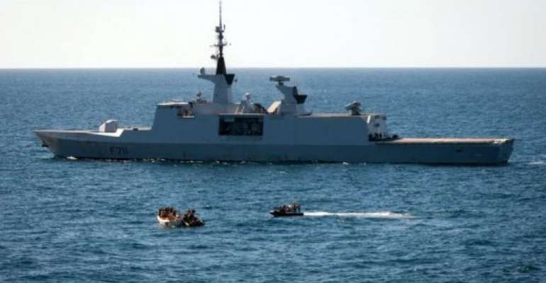 French frigate FS Surcouf apprehends suspected pirates on January 6, 2013 off the Somali coast.  By Ho (AFP)