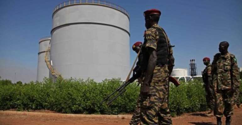 South Sudanese soldiers pictured at an oil refinery in Melut, Upper Nile State, South Sudan on November 20, 2012.  By Hannah McNeish (AFP/File)