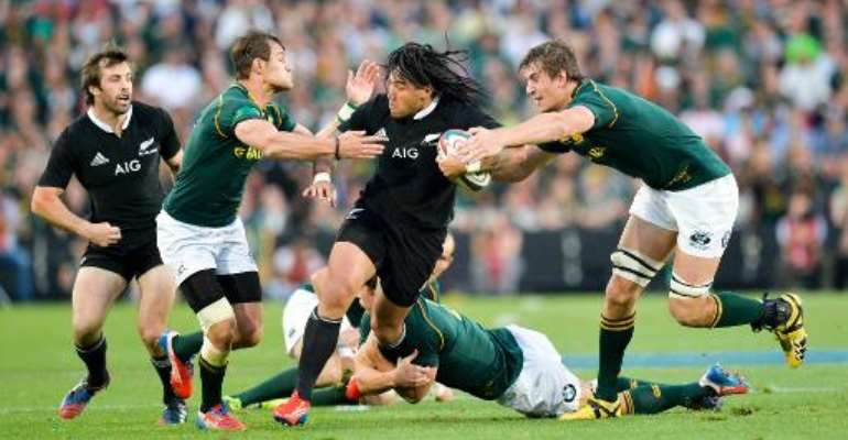 Ma'a Nonu from New Zealand (C) is tackled by JJ Engelbrecht (2ndL) and Eben Etzebeth from South Africa (R) during their 2013 Rugby Union Four Nations match on October 5, 2013 at the Ellis Park Stadium in Johannesburg.  By  (AFP)