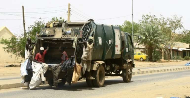 Garbage lorries and street sweepers returned to Sudan's capital on Wednesday, after a three-day civil disobedience campaign.  By - (AFP)