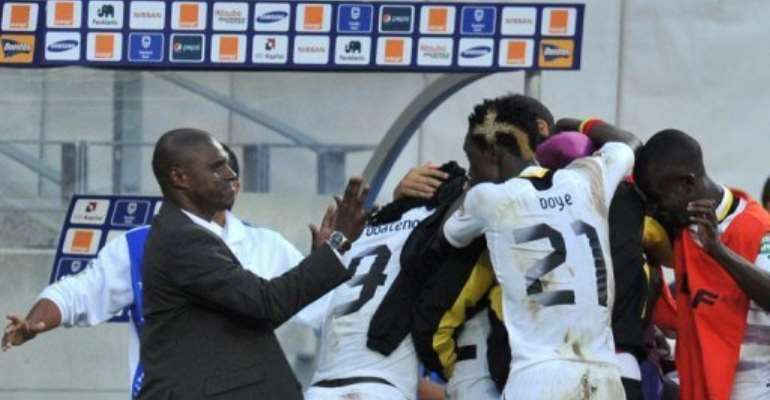 Kwesi Appiah (left) celebrates with his players after Ghana beat Cape Verde in Port Elizabeth on February 2, 2013.  By Issouf Sanogo (AFP)