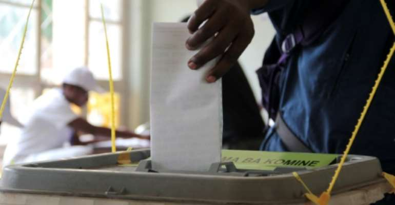 A Burundian casts his ballot at a polling station in Bujumbura, on June 29, 2015.  By Landry Nshimiye (AFP)