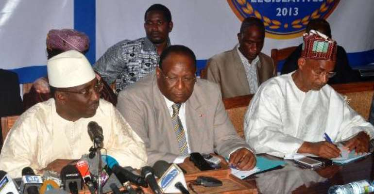 Opposition leaders (L-R) UFR's Sydia Toure, PEDN's Lansana Kouyate and UFDG's Cellou Dalien Diallo give a press conference on October 4, 2013 in Conakry, Guinea.  By Cellou Binani (AFP/File)