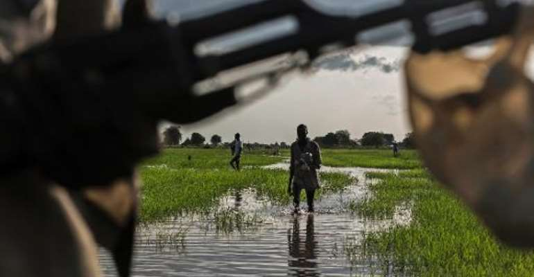 A member of the Lou Nuer tribe comes back home to Yuai village in Jonglei state, South Sudan, on July 24, 2013 after fighting against the Yau Yau rebel group.  By Camille Lepage (AFP)