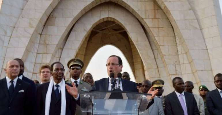 French President Francois Hollande (C) delivers a speech on February 2, 2013 on the Independance square in Bamako.  By Eric Feferberg (AFP)