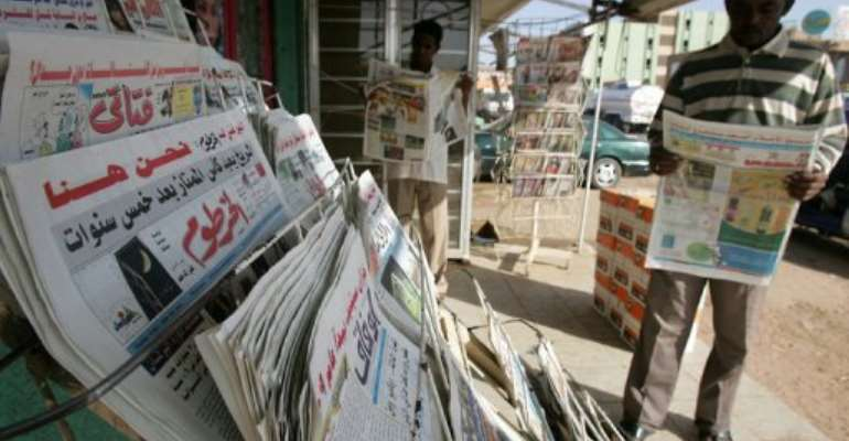 Sudanese men read newspapers in Khartoum.  By Ashraf Shazly (AFP/File)