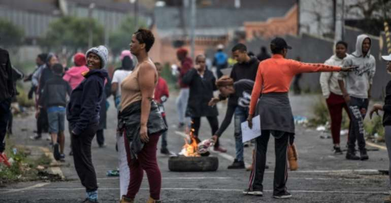 Johannesburg residents burn tyres on April 23, 2019 to protest the allocation of council services.  By MARCO LONGARI (AFP)
