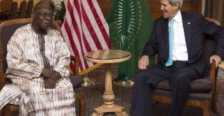 US Secretary of State John Kerry (R) meets with Olusegun Obasanjo, chairman of the African Union's South Sudan Commission of Inquiry, in Addis Ababa on May 2, 2014.  By Saul Loeb (Pool/AFP)