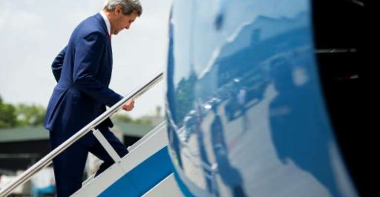 John Kerry leaves Colombo for Kenya on May 3, 2015.  By Andrew Harnik (pool/AFP)