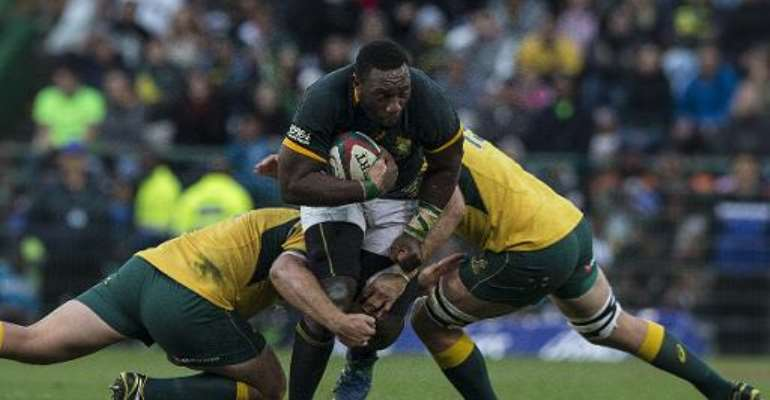 South African prop Tendai Mtwarira (C) is tackled during the Four Nations tournament rugby union match between South Africa and Australia at the Newlands stadium on September 27, 2014 in Cape Town.  By Marco Longari (AFP)