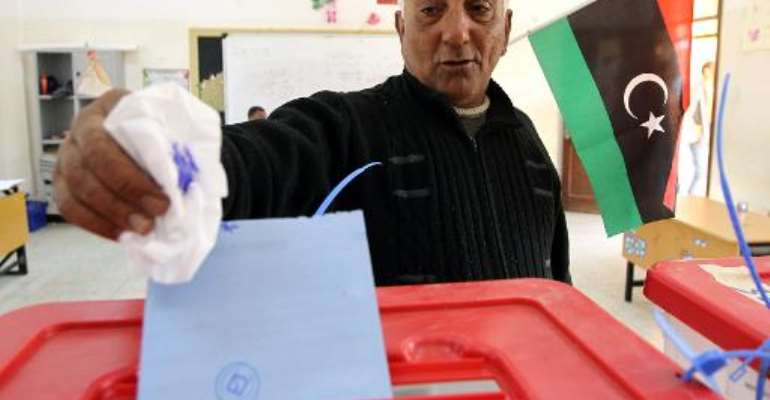 A Libyan man casts his vote to elect a constituent assembly at a polling station in the eastern city of Benghazi on February 20, 2014.  By Abdullah Doma (AFP)