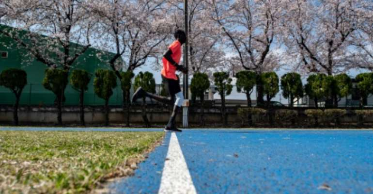 Loneliness of the middle-distance runner?