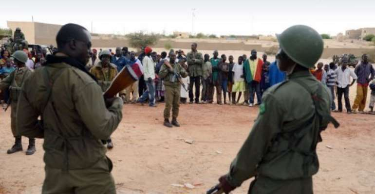 Residents welcome Malian soldiers as they enter the historic city of Timbuktu on January 28, 2013.  By Eric Feferberg (AFP)