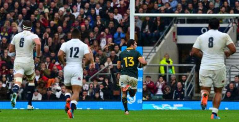 South Africa's Jan Serfontein (2nd R) scores an interception try during the Autumn International rugby union Test match between England and South Africa at Twickenham Stadium, southwest of London on November 15, 2014.  By Paul Ellis (AFP)