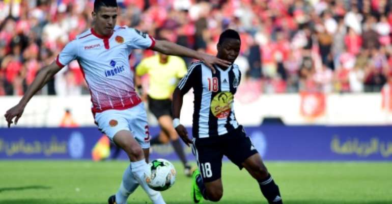 Mohamed Nahiri (L) of Moroccan club Wydad Casablanca and Rainford Kalaba of Democratic Republic of Congo side TP Mazembe will both hope their teams secure CAF Champions League quarter-finals places this weekend.  By STRINGER (AFP/File)