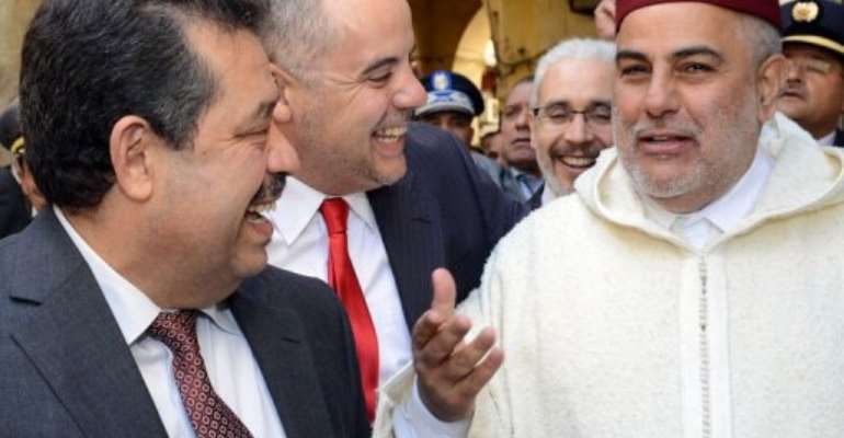 Moroccan PM Abdelilah Benkirane (R), the Mayor of Fez Hamid Chabat (L), and a security official speak in Fez.  By Fadel Senna (AFP)