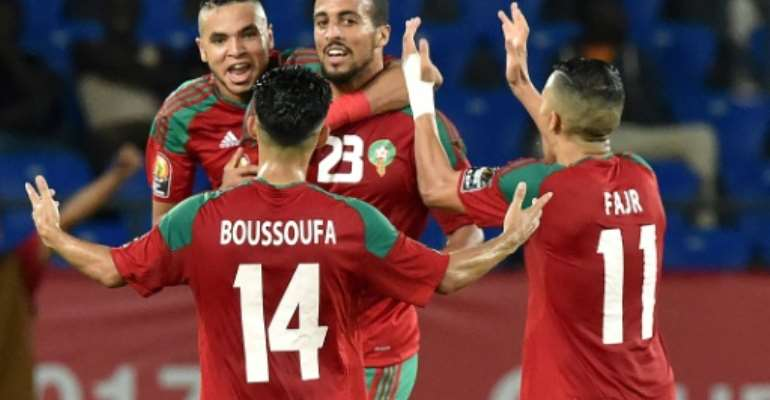 Morocco's midfielder Rachid Alioui (C) celebrates with teammates after scoring a goal during the 2017 Africa Cup of Nations group C football match between Morocco and Ivory Coast in Oyem on January 24, 2017.  By ISSOUF SANOGO (AFP)