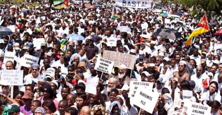 Thousands of Mozambicans take part in a nationwide march for peace on October 31, 2013 in Maputo.  By Mauro Vombe (AFP)