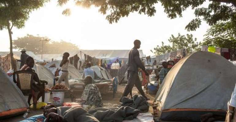 South Sudanese internally displaced people pictured in Juba on February 19, 2014, in the Tongping UNMISS base, where over 27,000 people had sought refuge.  By Andrei Pungovschi (AFP)