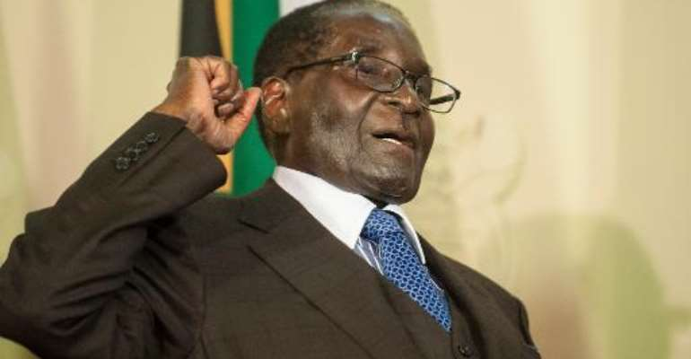 Mugabe lambasts West on visit to S.Africa