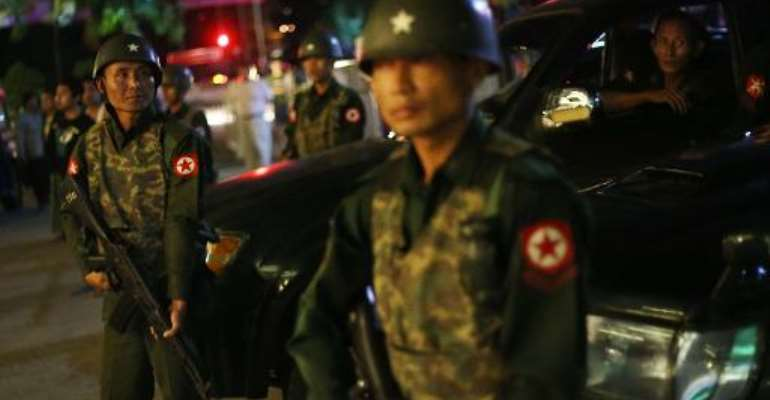 Myanmar troops stand guard after an explosion in Traders Hotel, Yangon, on October 14, 2013.  By Ye Aung Thu (AFP)
