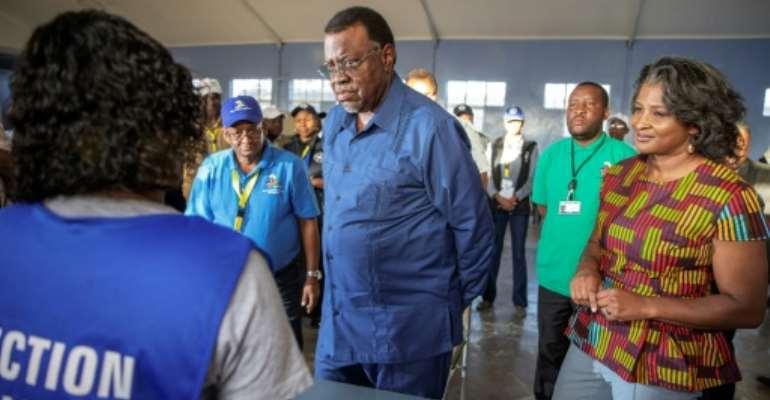 Namibia President Hage Geingob (C) admits to breaching his own lockdown rules.  By GIANLUIGI GUERCIA (AFP)