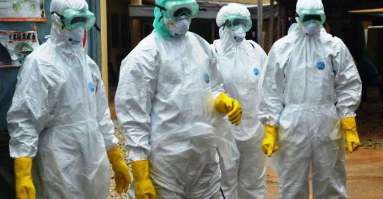 Guinea's Red Cross health workers collect the body of an Ebola victim at a treatment centre in Conakry on September 14, 2014.  By Cellou Binani (AFP)