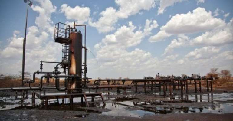 Oil pipeline facility leaks oil in Heglig.  By Adriane Ohanesian (AFP/File)