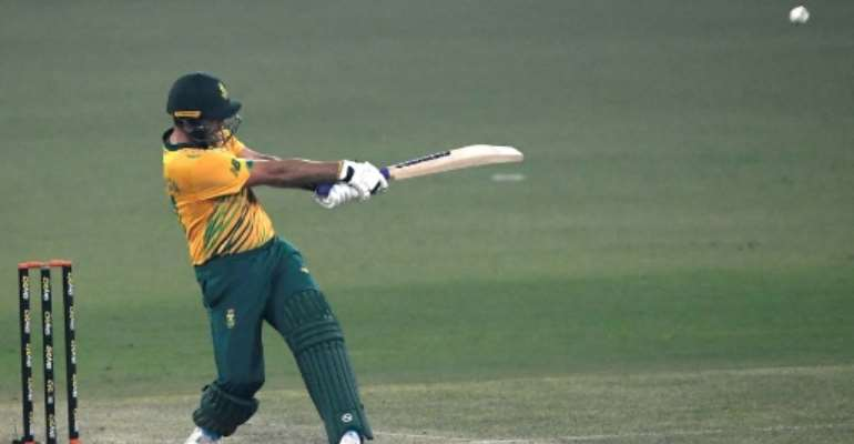 Pite van Biljon hammered 42 as South Africa beat Pakistan by six wickets in the second T20 international.  By Aamir QURESHI (AFP)
