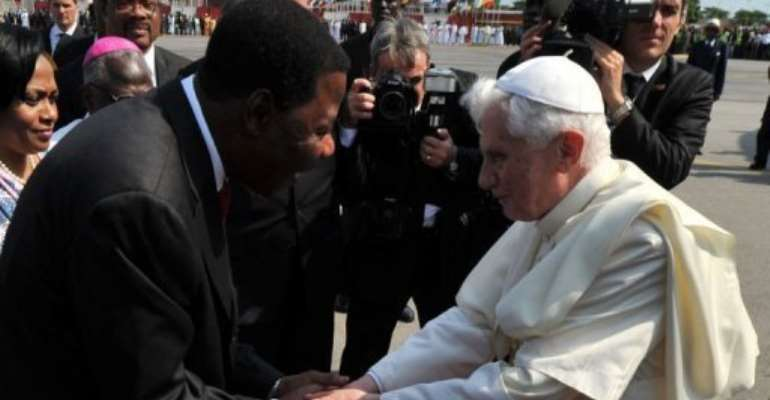 Benin President Thomas Yayi Boni greets the pope.  By Issouf Sanogo (AFP)