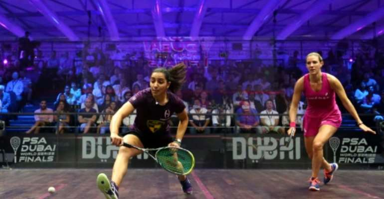 Raneem el-Welily of Egypt (L) plays a backhand to Laura Massaro of Great Britian in the final match of the Dubai PSA World Series Finals squash tournament in Dubai, May 28, 2016.  By MARWAN NAAMANI (AFP/File)