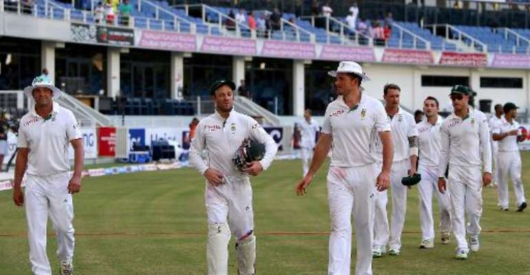 Jacques Kallis, wicketkeeper AB de Villiers and captain Graeme Smith of South Africa walk out of the grounds with their team after winning the second test cricket match against Pakistan in Dubai on October 26, 2013.  By Marwan Naamani (AFP/File)