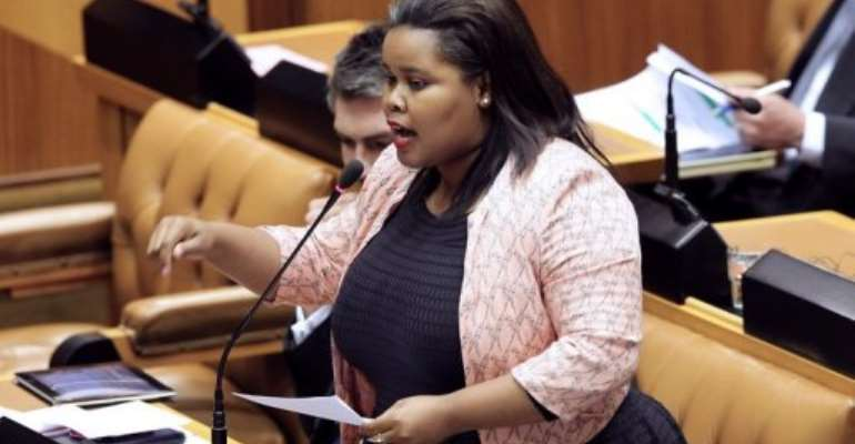Democratic Alliance parliamentary leader Lindiwe Mazibuko speaks on November 15, 2012, in parliament in Cape Town.  By  (AFP/File)