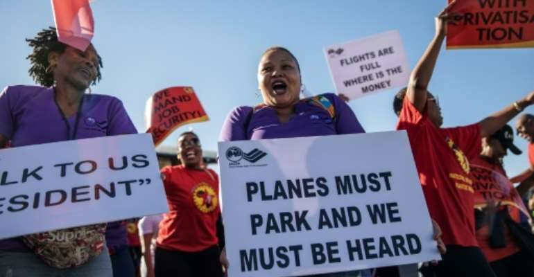 South African Airways workers and the airline are in talks to end a strike that has grounded hundreds of flights.  By Michele Spatari (AFP)