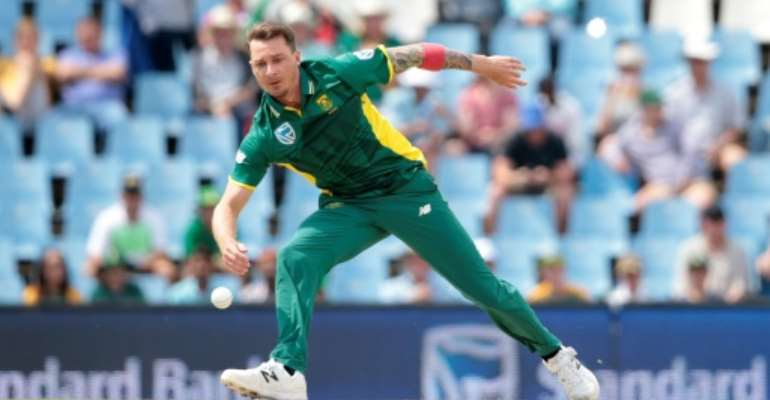 South African bowler Dale Steyn (R) needs just five wickets to overtake Shaun Pollock's record of 421 Test wickets.  By GIANLUIGI GUERCIA (AFP/File)