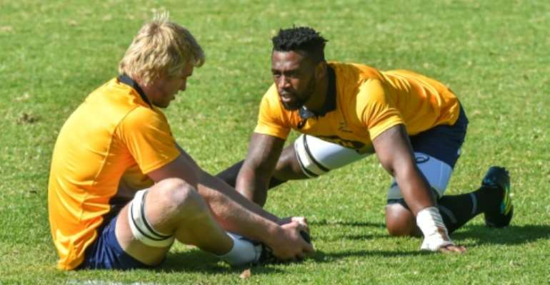 South Africa's first black Test rugby captain, Siya Kolisi, trains with teammate, flanker Pieter-Steph du Toit, at St Stithies College in Johannesburg, on May 28, 2018.  By Christiaan Kotze (AFP/File)