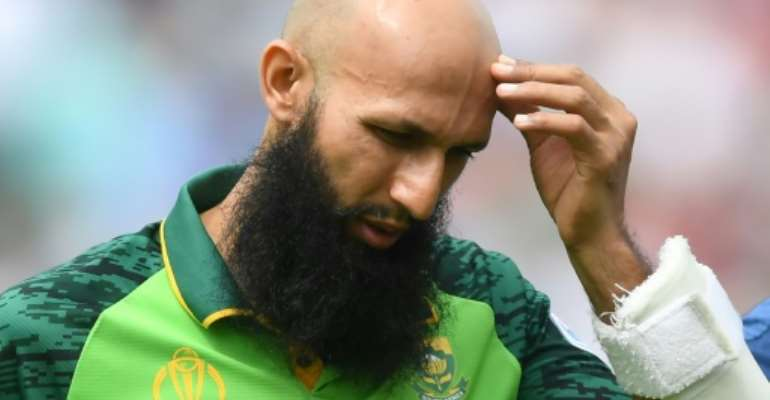 South Africa's Hashim Amla walks back to the pavilion after being hit on the head by England's Jofra Archer in the opening match of the World Cup.  By Dibyangshu SARKAR (AFP)