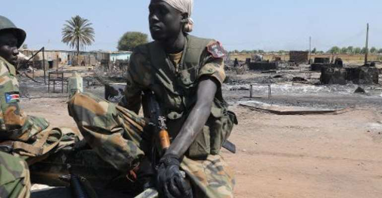 South Sudan's former rebel army the Sudan People's Liberation Army (SPLA) soldiers sit in a pick-up in the key north oil city of Bentiu after capturing it from rebels on January 12, 2014.  By Simon Maina (AFP/File)