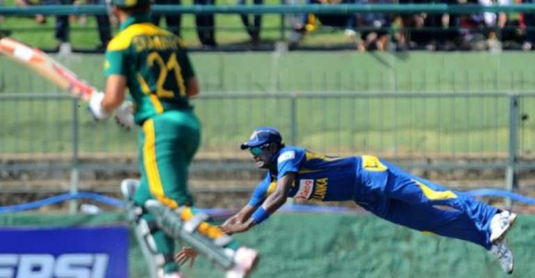 Angelo Mathews (right) fields a ball as South Africa's Jean-Paul Duminy looks on in Pallekele on July 28, 2013.  By Ishara S.Kodikara (AFP/File)